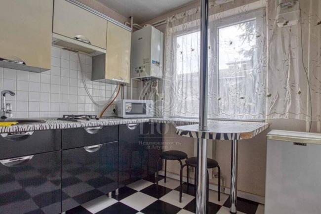 Крым  недвижимость Алушта купить 2 комнатной квартиры в центре Алушты ул. 50 лет Октября.
