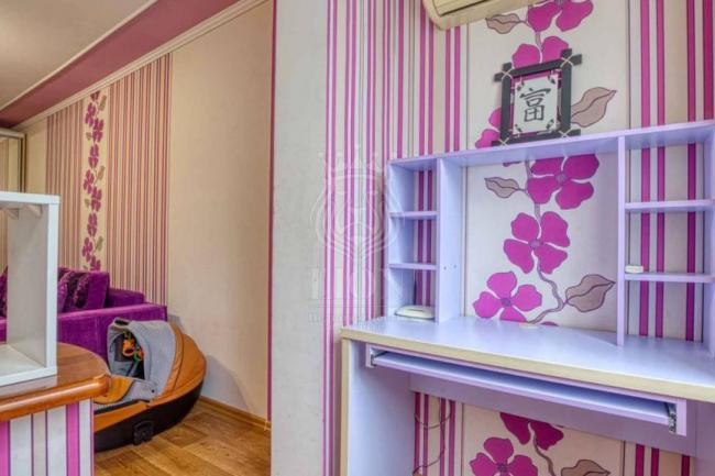 Алушта недвижимость купить  1-к квартиру в центре Алушты