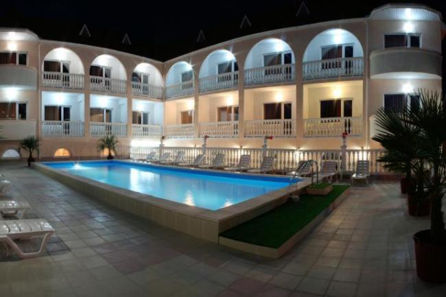 Алушта отель с бассейном